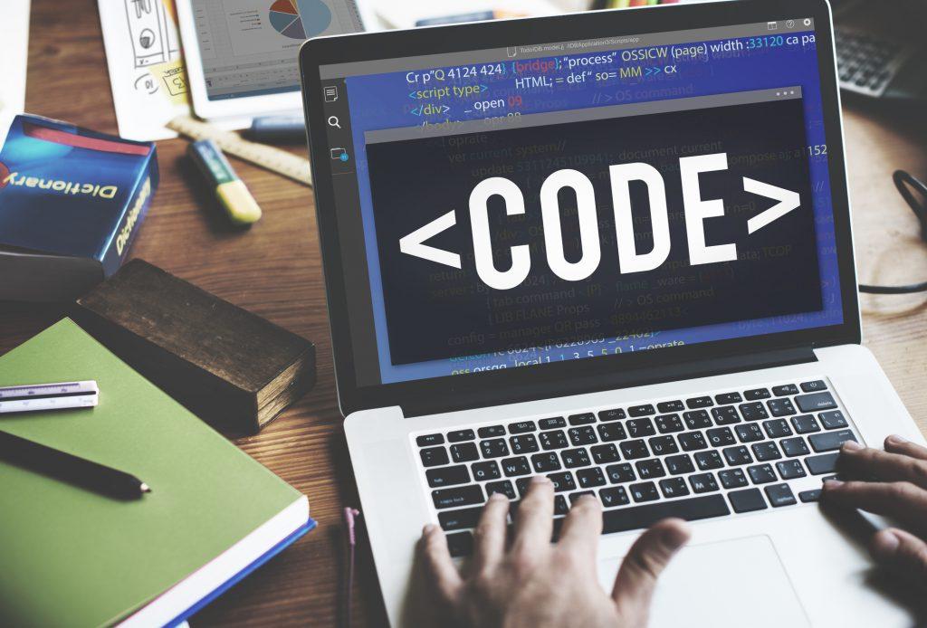 <注目のプログラミング言語「Python」を知ろう!【1】> 初心者にも使いやすい「Python」の特徴とは?